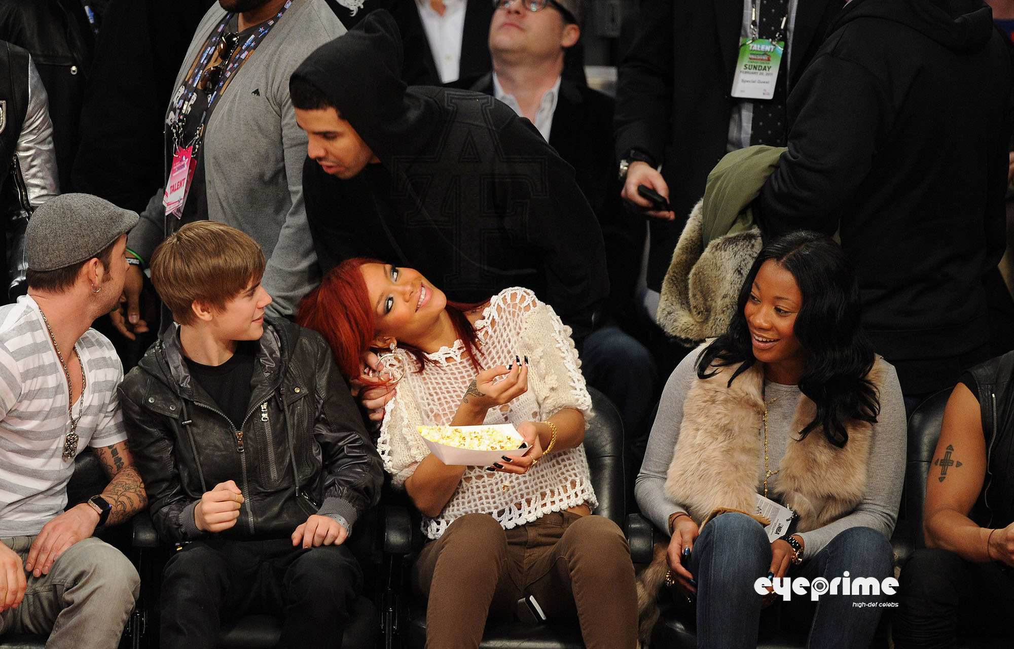 Searched and didn t see em  Drake Kissing Rihanna