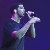 drake-live-in-paris-france-2